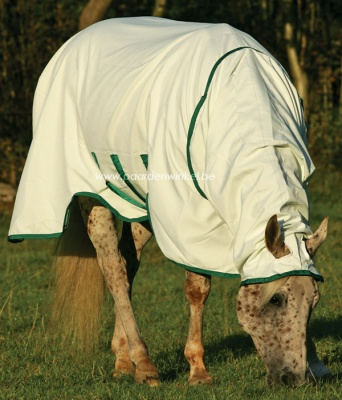 http://www.paardenwinkel.be/uploads/images/horseware_sweetitch_hoody_1_400.jpg